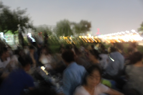 then it got dark and i didn't have my tripod...but the crowd was huge!